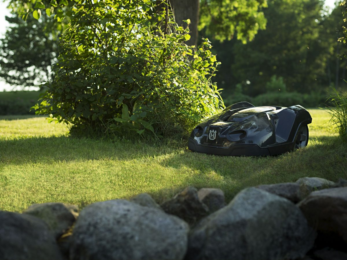 A new way to maintain your lawn – The Robotic Mower