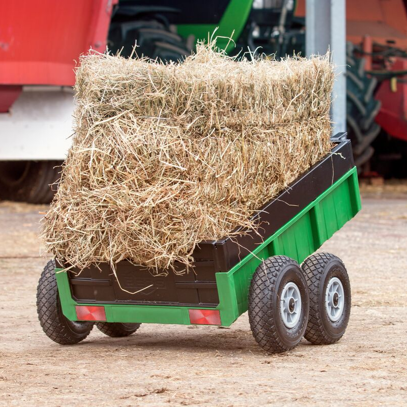 Berg Tandem XL Trailer with Straw bales